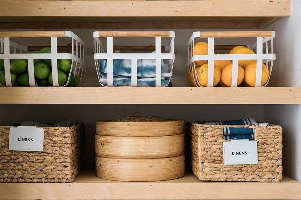 Fruits and towels stored in baskets on a pantry